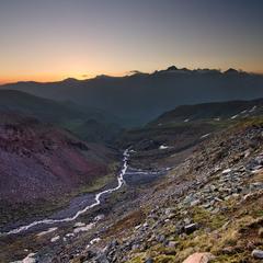 Рассвет у подножья горы Казбек