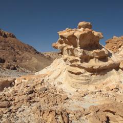 Причудливые скалы  парка Тимна.