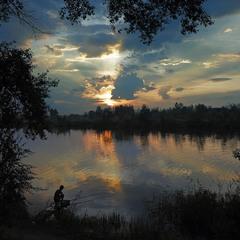 А для хорошего рыбака удочка только нужна и река.....