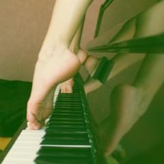 -А что с пианино? -А на пианино, она играет, когда ей больно (часть 2)