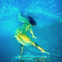 Бегущая под водой