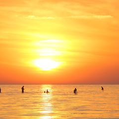 Золотой закат после жаркого дня