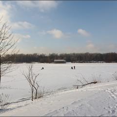 На льоду.