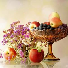 Ваза с яблоками