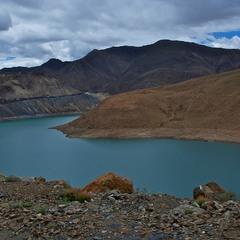 Озеро Ямдрок Цо (Ямджо Юмцо). Гималаи. Тибет