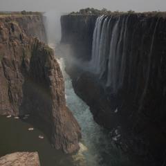 Водоспад Вікторія: річка Замбезі у Південній Африці.