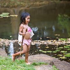 Дивчинка з квіткою лотоса. Камбоджа