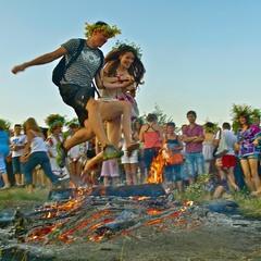 Купальське вогнище: з коханою через вогонь і воду. Пирогів. Україна