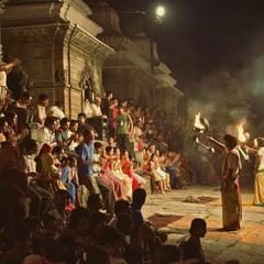 Ритуал спалювання померлих в храмі Пашупатинатх. Непал