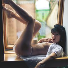 Window's nude