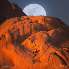 15 HUMANS, MOON AND ONE NAMIBIAN ROCK (Namibia, Spitzkoppe)