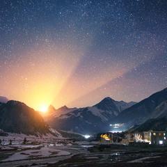 Восход Луны над Гималаями