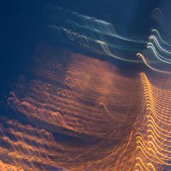 рукотворная волна из фонарей