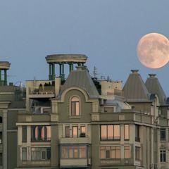 Летом на Луну и звёзды смотрю чаще чем на Солнце
