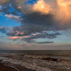 Хмари розкошлачені, море каламутне