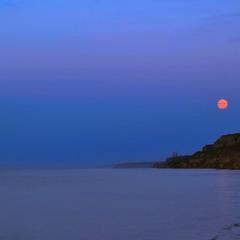 Повний місяць на світанку