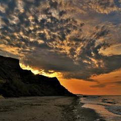 Восход солнца над скалами