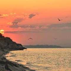 Схід сонця над скелями