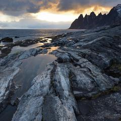 На каменном берегу