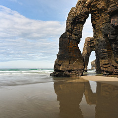 Под каменными арками