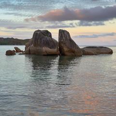 Закат у камней