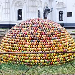 полусфера из пасхальных яиц-крашенок