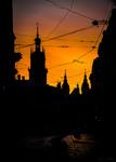 Ранок у Львові, ще темно на дворі.