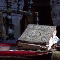 Старинное Евангелие, фото в церкви