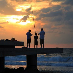 Маленькая удача юного рыболова.