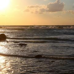 Белое солнце золотого заката.