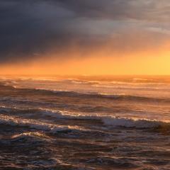 Коснулось солнце горизонта...