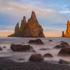 Пальцы Тролля (Рейнисдрангар), Исландия.