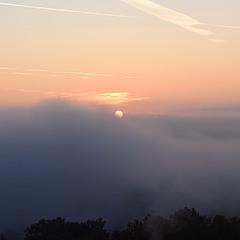 За туманами