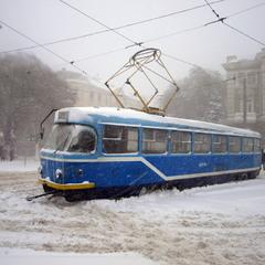 Однажды в студеную зимнюю пору синий трамвайчик к рельсам примерз