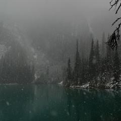 Осень в озеро засмотрелась