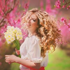 портретная фотосъемка в персиковом саду Крыма