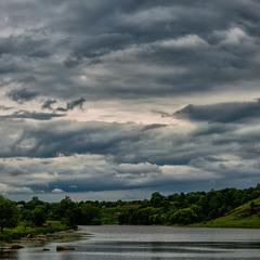 дождливая река