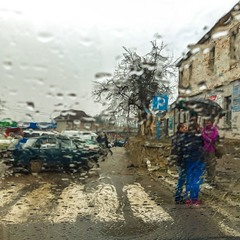 Дощ...