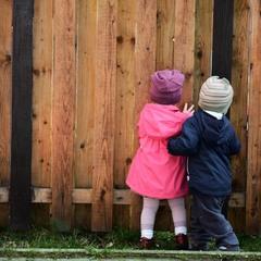 а за забором детская площадка :)