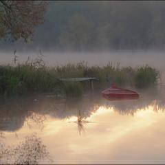 Тихий відпочинок червоного човника