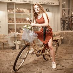 Fille à vélo
