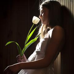 Дівчина з тюльпаном