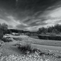 И вот к реке пришла зима.