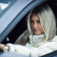 Осторожно , блондинка за рулем ;)