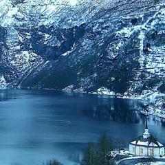 Зимовий ранок у казкових горах