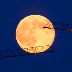 А до Луны рукой подать!