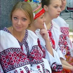 Україна молода.