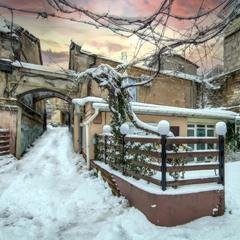 Тихий зимний дворик в центре Одессы.