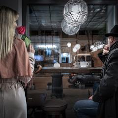 """""""На месте нашей встречи я нашла розу. Извини, что опоздала..."""""""