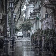 Дождь, звонкой пеленой наполнил небо майский дождь... (ДДТ)